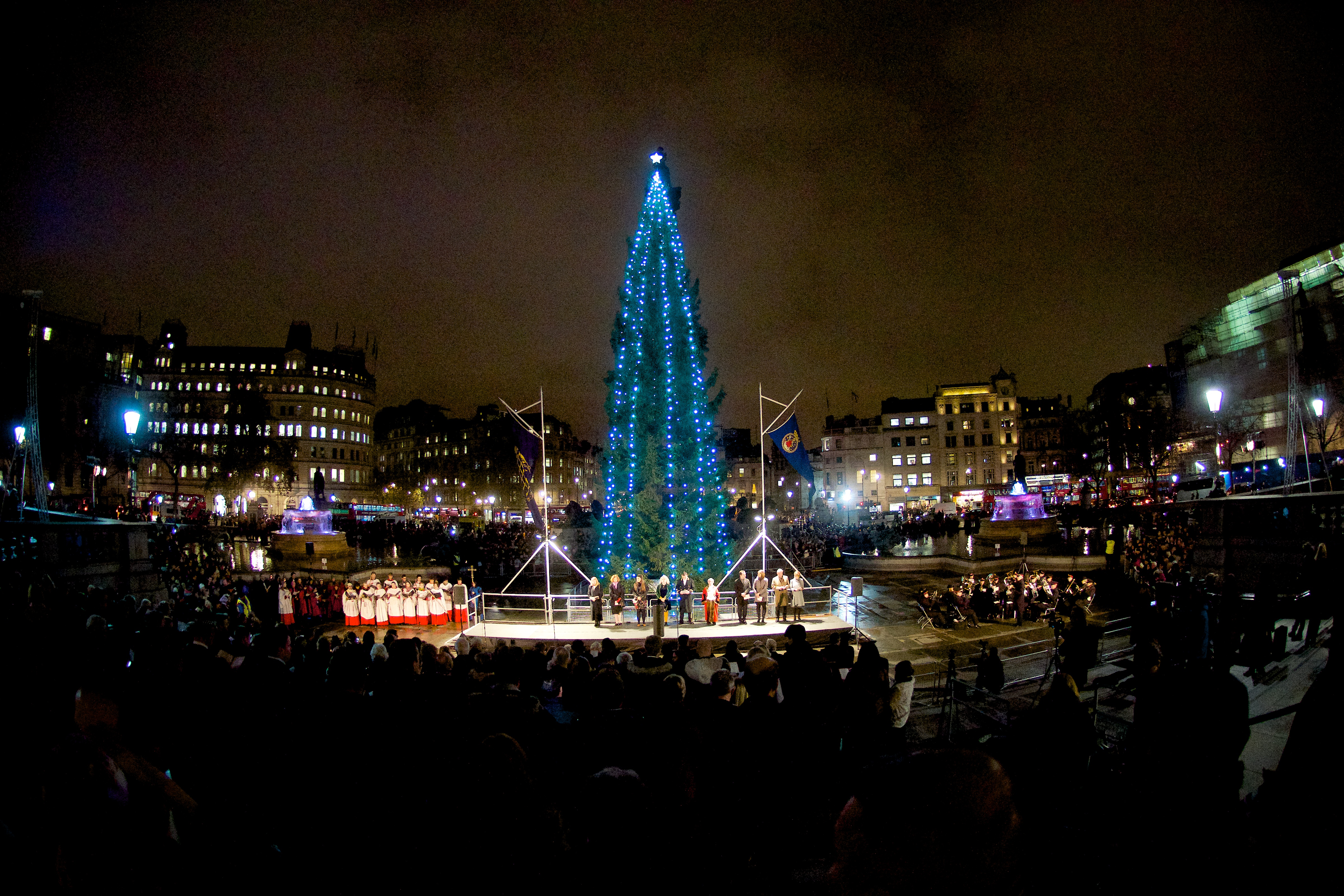 christmas oslo yearly of lighting tree gift ceremony and story trafalgar london from evening standard behind a square attractions go the