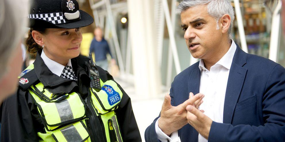 Sadiq Khan talks to police officer