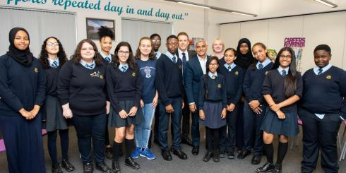 Steppingstones mayor and pupils standing 2x1