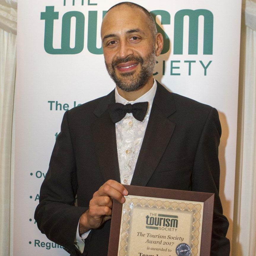 Matthew Ryder receives Tourism Society Award on behalf of Team London Ambassadors