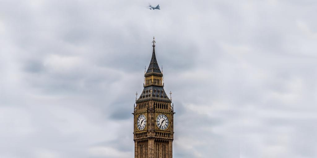 Plane flies over Houses of Parliament