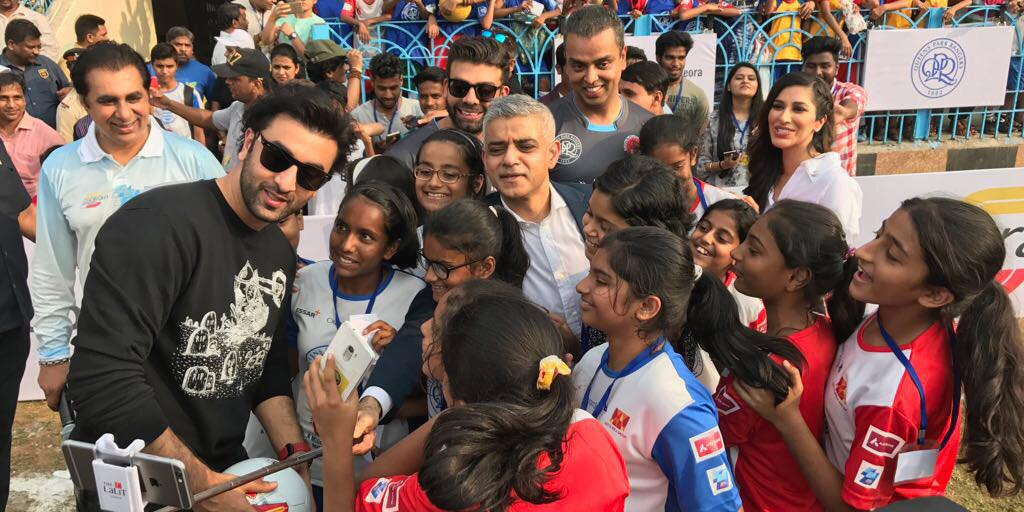 The Mayor and young footballers in Mumbai